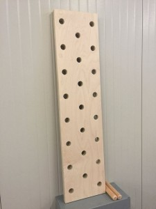 Tablica Peg Board  240 x 24 cm + 4 kołki